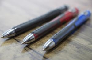 3本のボールペン
